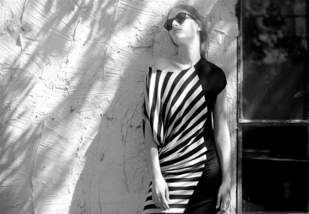 שמלת פסים של רונן חן. צילום: אלון שפרנסקי