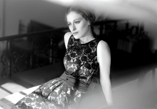 שמלת התחרה של רונן חן. צילום: אלון שפרנסקי