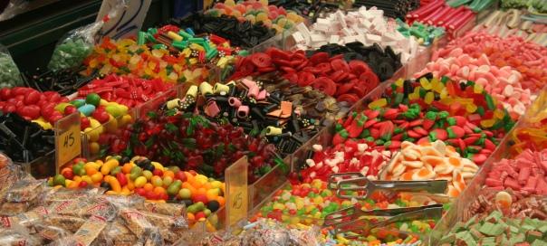 דוכן ממתקים בשוק מחנה יהודה. צילום: נועה סטרלינג