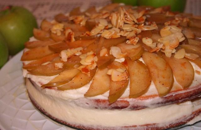 עוגת וניל עם קרם דבש. צילום: נועה סטרלינג
