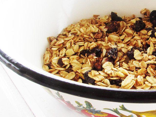 גרנולה ביתית עם אגוזים